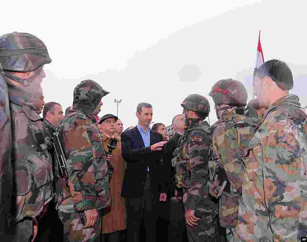 Syrian President Bashar al-Assad speaks to soldiers during a tour in Baba Amr. (Reuters / SANA)