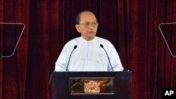 Presiden Burma Thein Sein mengimbau negara-negara donor internasional untuk membantu pembangunan ekonomi dan memperbaiki standar hidup masyarakat di negaranya, Sabtu, 19 Januari 2013 (Foto: dok).