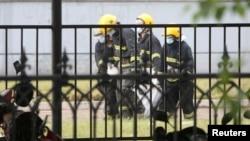 消防人员在吉林省一家屠宰场的火灾现场进行抢救