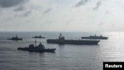 Hàng không mẫu hạm USS Ronald Reagan trong một cuộc diễn tập cùng Lực Lượng Phòng Vệ Biển Nhật Bản. Hình minh họa.