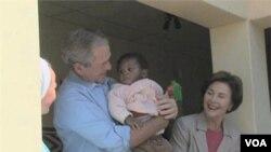 前總統小布殊夫婦在非洲進行探訪工作