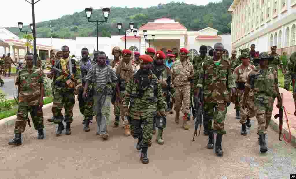 En juillet 2013, quatre mois après la prise du pouvoir, 400 meurtres ont été commis par la Séléka en Centrafrique.
