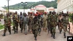Une photographie montre les rebelles séléka à Bangui, en Centrafrique, le 27 mars 2013.