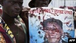 კონგოს თვითგამოცხადებული პრეზიდენტი გამარჯვებას აღნიშნავს
