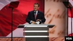 Senator Texas, Ted Cruz saat memberikan pidato pada Konvensi Nasional Partai Republik di Cleveland, Ohio, Rabu (20/7).