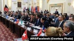 در این نشست بیش از ۴۰ کشور و نهاد های تمویل کنندۀ افغانستان شرکت کرده بودند.