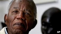 Marehemu Chinua Achebe