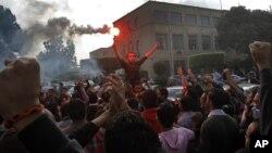 法庭撤銷對穆巴拉克在2011年開羅起義中犯有謀殺罪的起訴後,埃及星期六晚爆發抗議活動。