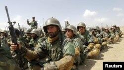 Para tentara Afghanistan mengikuti training militer di pusat pelatihan militer Afghanistan di Kabul (foto: dok). Ratusan tentara Afghanistan ditahan terkait serangan atas pasukan koalisi.