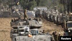 Israel điều động xe tăng dọc theo biên giới với Gaza.
