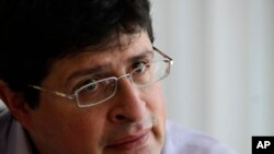 César Ricaurte, director de Fundamedios también exige la creación de una comisión independiente que le pruebe que la ONG ha participado de acciones políticas.