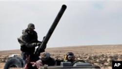 لیبیا: سرکاری فوجوں کے باغیوں پر شدید حملے