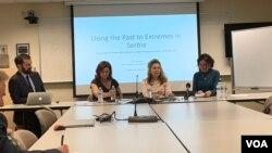 Analitičarke Valeri Peri, Ana Dević i Nike Ventholt na panelu u SAIS-u.