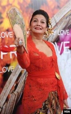 Aktris Christine Hakim yang memerankan tokoh Wayan,juga datang dari Indonesia untuk menghadiri pemutaran perdana film ini di New York.