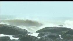 2012-08-26 美國之音視頻新聞: 台灣暴雨為患 台風進逼沖繩