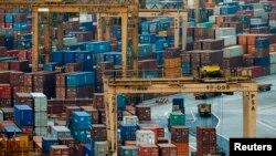 싱가포르 국제항에 세계 120여 개국으로 수출하는 물품이 담긴 컨테이너가 즐비해 있다. (자료사진)