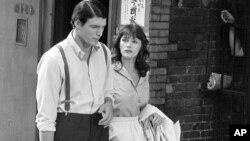 """Kristofer Riv i Margo Kider za vreme snimanja """"Supermena"""" u Njujorku, 8. jula 1977 (Foto: AP)"""
