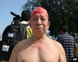 62岁的蔡先生认为渡海泳活动提升香港形象