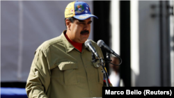 El presidente de Venezuela, Nicolás Maduro, en una ceremonia en Caracas para conmemorar el aniversario del intento de golpe de Estado del fallecido mandatario Hugo Chávez, feb 4, 2018. REUTERS/Marco Bello.