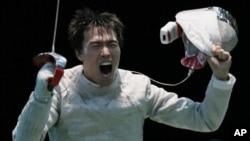 3일 런던 올림픽 남자 펜싱 사브르 단체전에서 우승한 한국 대표팀의 원우영 선수.