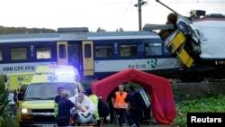 El choque frontal de trenes en Granges-pres-Marnand, cerca de Payerne, en el oeste de Suiza dejó hasta el momento a una persona fallecida.