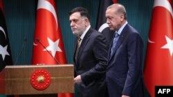 Serokomarê Tirkîyê Tayyîp Erdogan û Serokwezîrê Lîbya Fayez El-Serac (Arşîv)