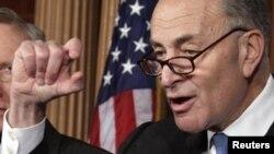 La Casa Blanca dijo que el senador demócrata Chuck Schumer presentará de nuevo la ley en el Congreso.
