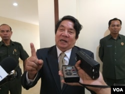 Leng PengLong, Spokesman of Naional Assembly tells journalists after the meeting to pass an amendment to a law that would bar people with a criminal record from leading political parties at the National Assembly at 20 February. (Kann Vicheika/VOA Khmer)