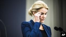 헬레 토르닝 슈미트 덴마크 총리가 15일, 연쇄 테러공격과 관련한 기자회견을 하고 있다.