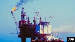 Pomorska platforma za eksploataciju nafte slična ovoj zapalila se i potonula u Meksičkom zalivu, kraj obale Luizijane