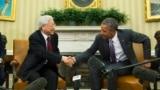 Tổng bí thư Việt Nam Nguyễn Phú Trọng (trái) và Tổng thống Mỹ Barack Obama bắt tay tại phòng Bầu Dục ngày 7/7/2015. Cuộc gặp, được Đại sứ Mỹ tại Hà Nội Ted Osius giúp sắp đặt, đã tạo tiền đề cho việc làm sâu sắc thêm những nỗ lực hoà giải giữa hai cựu thù.