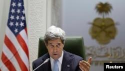 Sakataren harkokin wajen Amurka John Kerry, a lokacin da yake tattaunawa da sakataren harkokin wajen Saudiyya a garin Riyadh, ran Maris 4, 2013. REUTERS/Jacquelyn Martin/Pool (SAUDI ARABIA - Tags: POLITICS) - RTR3EK39