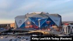 На этом стадионе Mercedes-Benz Stadium в городе Атланта, штат Джорджия, пройдет матч 2019 года за звание чемпиона НФЛ