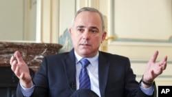 آقای استاینیتز سالها در کنست اسرائیل، رئیس کمیسیون امنیت ملی و امور خارجی بود.