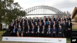 주요 20개국 재무장관과 중앙은행 총재들이 22일 시드니 오페라 하우스 앞에서 기념촬영을 하고 있다.