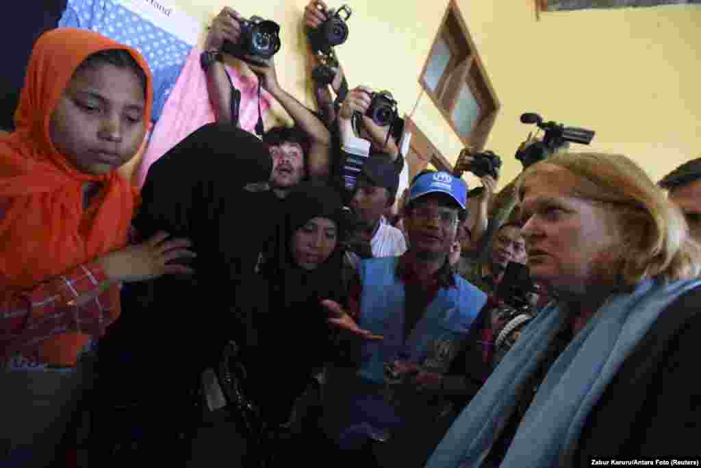 U.S. Assistant Secretary of State for Population, Refugees and Migration Anne Richard visits with Rohingya migrants at a temporary shelter in Kuala Cangkoi, Lhoksukon, Aceh province, June 2, 2015.