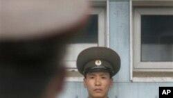 국경지역 감시 중인 북한군