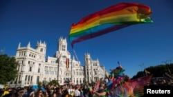 2017年7月1日,西班牙马德里数十万人参加世界骄傲节游行。