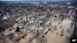 Fotografija poplavljene oblasti oko rijeke Ohajo u Sinsiatiju