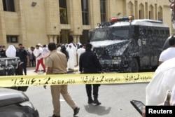 HIện trường đền thờ Imam Sadiq sau vụ tấn công nổ bom tự sát ở thành phố Kuwait hôm 26/6/2015.
