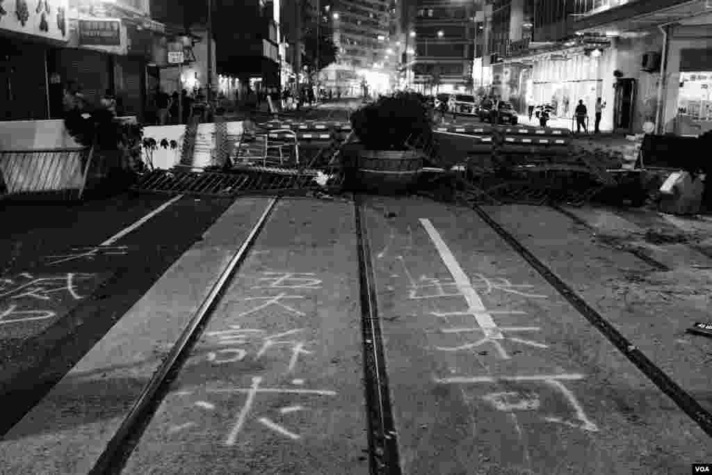 示威者早前在湾仔轩尼诗道上设置的路障(2019年9月29日)