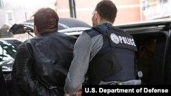 امیگریشن حکام غیرقانونی تارکین وطن کے خلاف آپریشن جاری رکھے ہوئے ہے۔