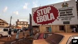 15일 서아프리카 시에라리온 프리타운 시에 에볼라 퇴치를 촉구하는 캠페인 광고가 걸려있다.