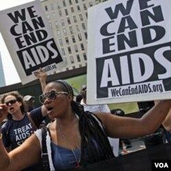 Aktivis HIV/AIDS berdemonstrasi di New York, AS (21/6).