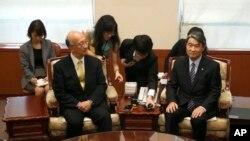 한국의 조태용 한국 외교부 1차관은 23일 서울 외교부 청사로 벳쇼 고로 주한 일본대사를 불러 일본 정부의 '고노 담화' 검증에 대해 항의했다.