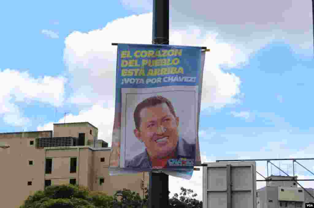 Las pancartas con la foto del Presidente están por todas partes en Venezuela.