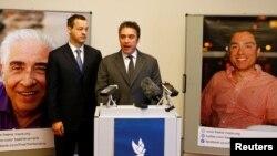 بابک نمازی به همراه وکیل خانواده نمازی به دنبال آزادی سیامک و باقر نمازی از ایران هستند.