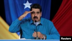 En su programa televisivo de todos los domingos, Maduro anunció que ha dispuesto un aumento de 60% al salario mínimo a partir del lunes en el país.
