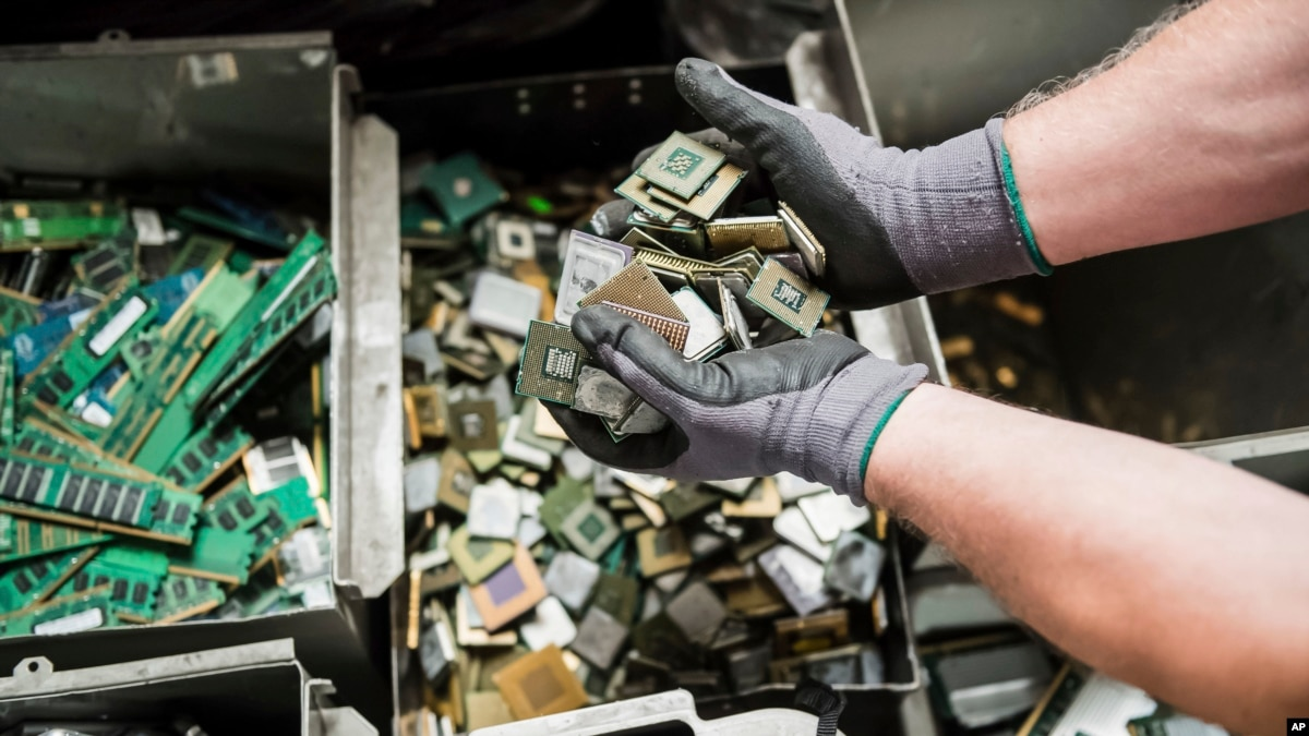 Belgian Experts Seek E-Waste Gold in Climate Curb