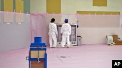 日本核安全危机引发世界核电恐慌。图为日本福山核电站在地震灾难之后
